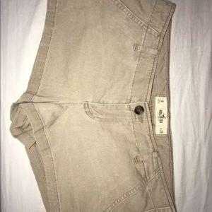 hollister khaki mini shorts size 9 w29